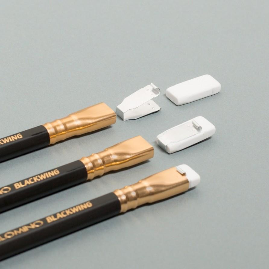 schwarzer Blackwing Bleistift von Palomino mit Radiergummi im Detail